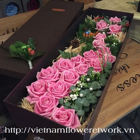 Vietnam Beautiful valentines day flowers in box