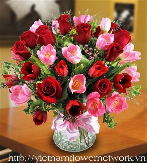 Tulips in vase is the best flowers on Valentines day